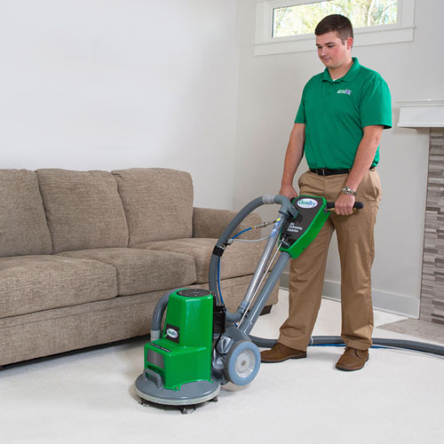Tech cleaning white carpet